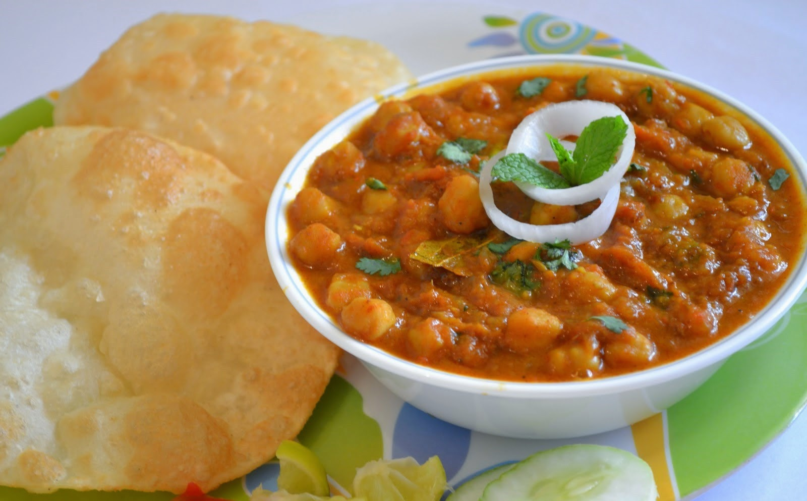 Must try foods in India - Chhole Bhature